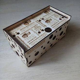 Ящик с фирменным логотипом
