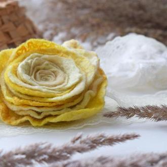 Брошка квітка троянда стильна валяна із шерсті брошь цветок ексклюзивний подарунок