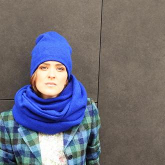 Яркий синий шарф снуд из шерсти