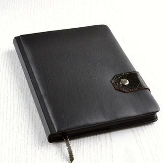 Черный блокнот с черными листами