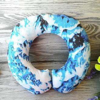 Автомобильная подушка снежные ели , 33 см * 32 см