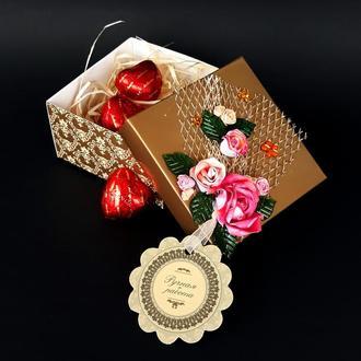 Подарочная коробочка с цветами ручной работы с наполнением или без