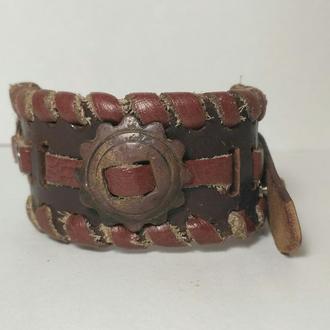 Кожаный браслет с артефактом