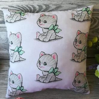 Подушка котенок с салатовым бантом , 32 см * 32 см
