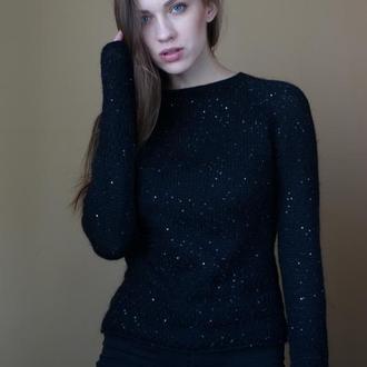 Мохеровый черный свитер с пайетками