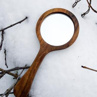 Круглое деревянное зеркальце из ореха