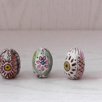 Яйца пасхальные яркие