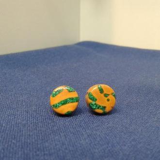 Серьги-гвоздики из косточки персика  и малахита