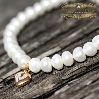 Браслет з натуральних білих перлів і позолоти серце
