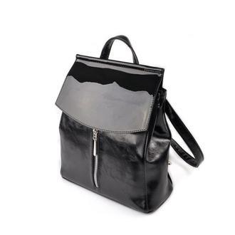 Городской рюкзак-сумка трапеция с лаковым клапаном