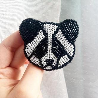 Брошь из бисера Панда