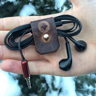 Фиксатор / органайзер / держатель для наушников из кожи .