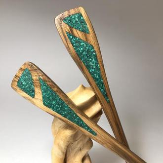 Шпилька деревянная для волос с малахитом