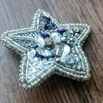 Брошь ручной работы звезда из бисера