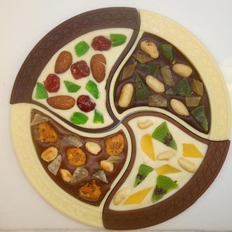 Шоколадная пицца ассорти