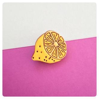 Деревянный значок. Лимон