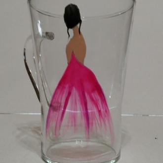 Стеклянная чашка с балериной.