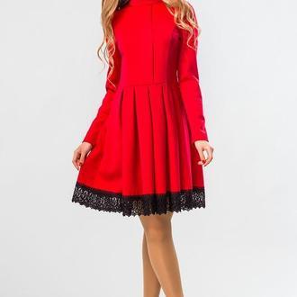 Красное Платье На Стойке С Кружевом
