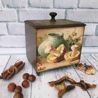 Короб на ножках для хранения сухих грибов.орешков,шиповника,трав,чая,сухофруктов .