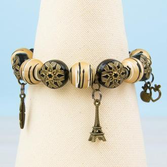 """Черный с бежевым браслет """"три подвески""""  (эйфелева башня, перо, два сердца)"""