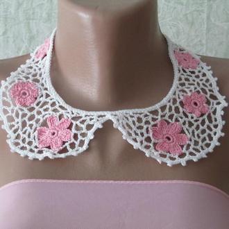 Воротничок кружевной белый с розовыми цветами ажурный связан в технике ирландского кружева
