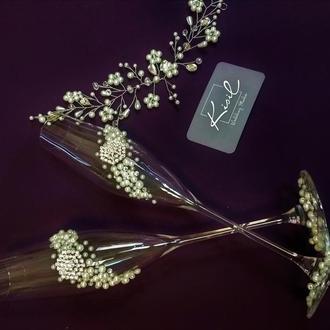 Розкішна пара бокалів де ніжні перлини доповнені вишуканими брошами.