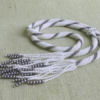 Галстук-боло из бисера белый с серым