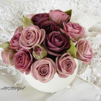 Кустовые розы в сиренево-дымчатых оттенках