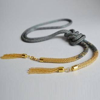 Стильный лариат золотой серый