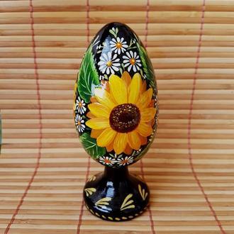 """Пасхальное яйцо """"Подсолнухи"""" на  ножке, авторская ручная работа. В технике Петриковская роспись."""