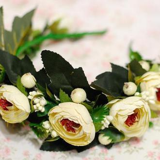 Пышный объемный обруч ободок с большими цветами и зеленью