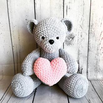 Плюшевый мишка с сердцем