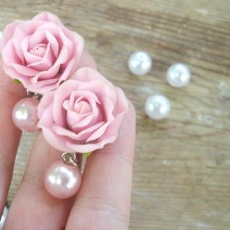 Рожеві сережки з трояндами