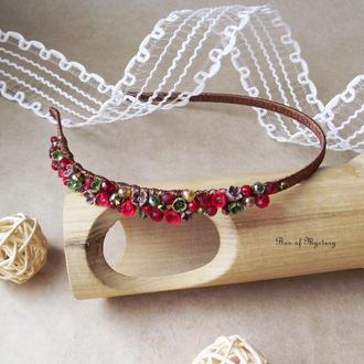Красный обруч с миниатюрными цветами