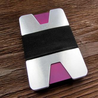 Минималистический кошелек-кардходер для банковских карточек и бумажных купюр.