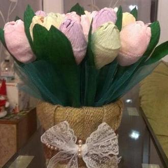 Корзинка разноцветных тюльпанов