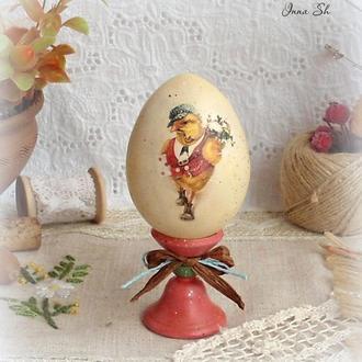 Яйцо на подставке ′В гости′.
