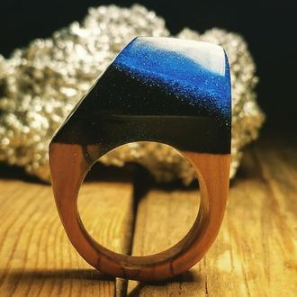 """""""ЗапредельнаяГлубина"""" деревянное кольцо с элементом ювелирной смолы"""