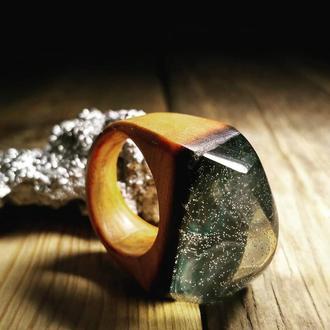 """""""Млечный Путь"""" деревянное кольцо с элементом ювелирной смолы"""
