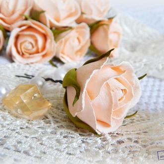 Шпилька с персиковой розой 3-4 см