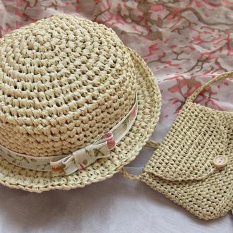 Вязаный комплект из шляпки и сумочки на лето для девочки