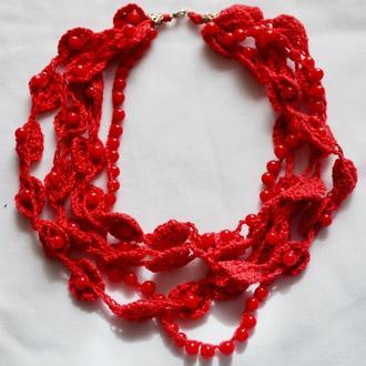 Красное колье, украшение из кружева и бусин
