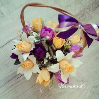 """Цветы с конфетами в корзинке, конфетный букет №105 """"Дыхание весны"""""""