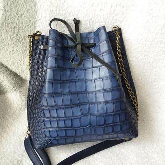 Сумка-мешок на шнурке из натуральной кожи. Цвет синий