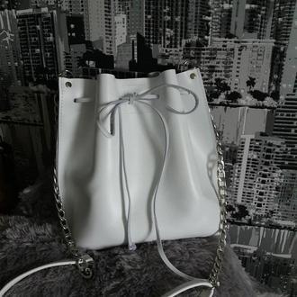 Сумка-мешок на шнурке из натуральной кожи Алькор. Цвет белый.