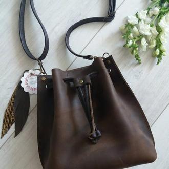 Сумка-мешок на шнурке из натуральной кожи CrazyHorse. Цвет шоколад