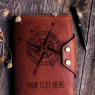 """Кожаный блокнот на кнопках с любой гравировкой """"Компас"""". Хороший подарок для путешественника"""