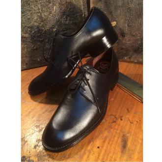 Черные туфли на кожаной подошве.