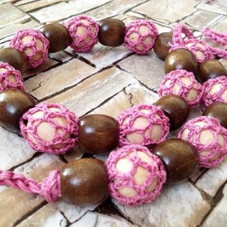 Вязаное колье цвета пыльной розы