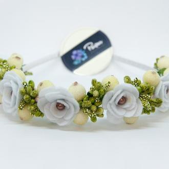 Венок с белыми розами